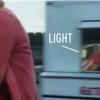 En el reflejo se puede ver claramente que el video no fue tomado con un teléfono